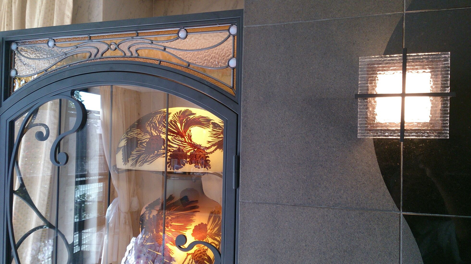 R様邸 ステンド+アイアン飾り棚 壁面照明
